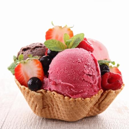 helado cucurucho: helado Foto de archivo