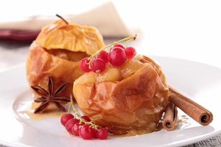 pişmiş: gurme pişmiş elma