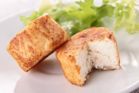 queso de cabra: queso de cabra caliente y ensalada