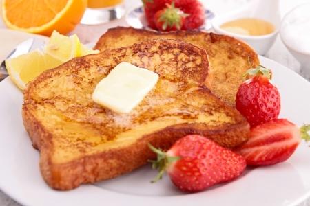 cuisine fran�aise: pain grill� fran�ais avec du beurre et du miel
