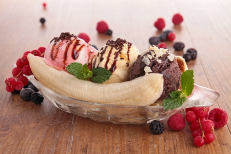 banana: banana split and berries