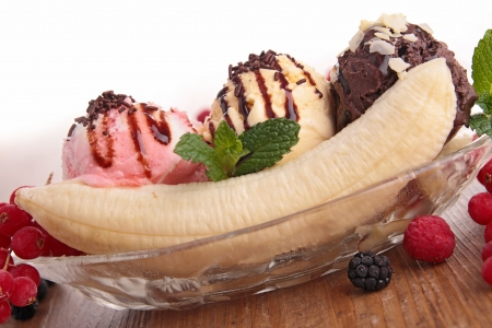 banana split and berries photo