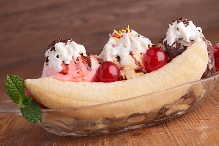 gourmet banana split photo