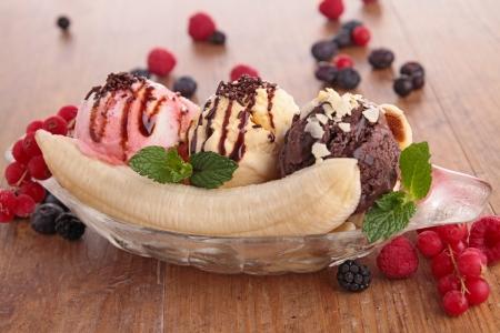 gourmet banana split Stock Photo - 18785531