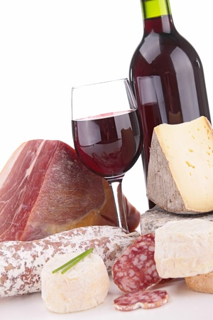 pan y vino: vino tinto con queso y salchichas