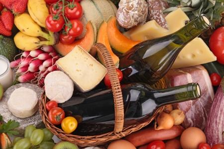 bread and wine: primer plano en la recogida de alimentos