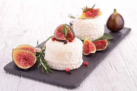 queso de cabra: queso de cabra con higos