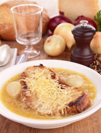 gruyere: onion soup with bread and gruyere Stock Photo