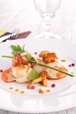seared: seared scallop with mushroom