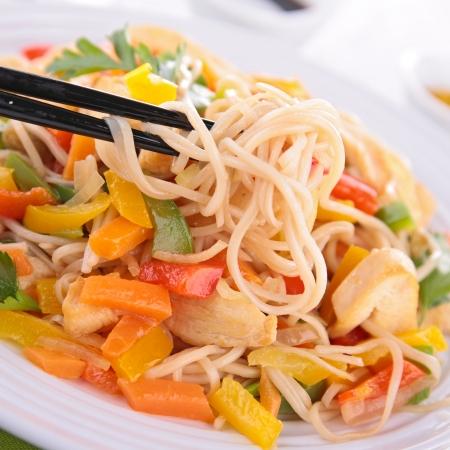 fried noodles: fried noodles and vegetables