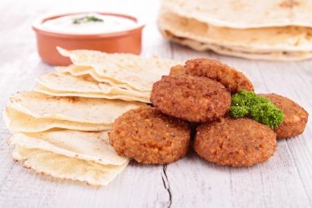 comida arabe: pita y falafel Foto de archivo