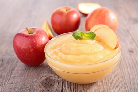 사과 소스의 그릇
