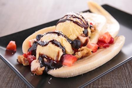 アイスクリーム、ベリーとバナナ