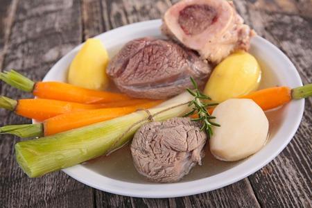 pot-au-feu, ragoût de boeuf et légumes