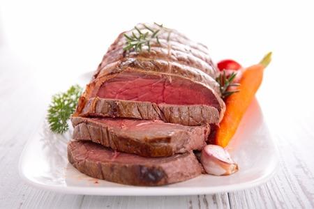 Roastbeef und Gemüse Standard-Bild - 33656890