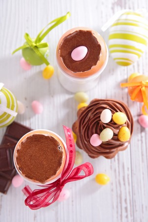 chocolade mousse: chocolate mousse, easter dessert