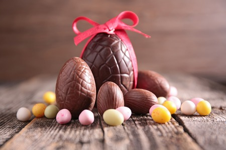 chocolate eggs: easter eggs