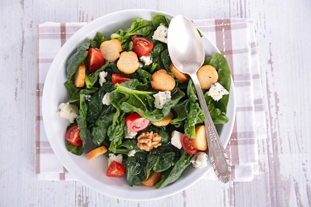 crouton: spinach salad