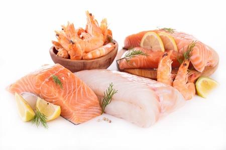 mariscos: pescado crudo, camar�n, salm�n aislado