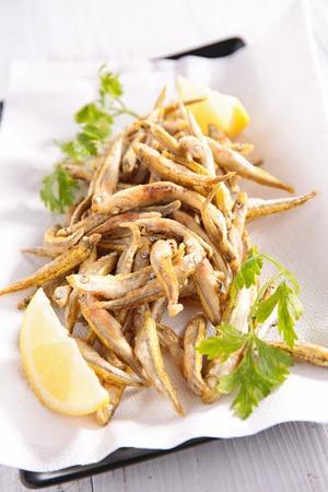 plato de pescado: pescado frito Foto de archivo