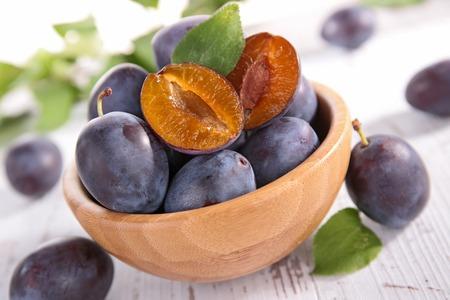 plum: ciruela fresca