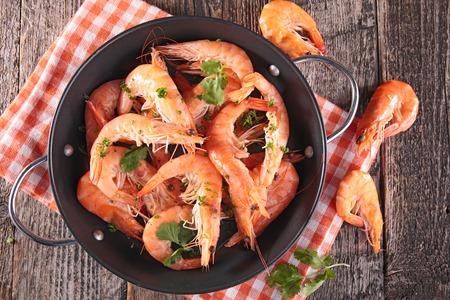 mariscos: cazuela con camarones