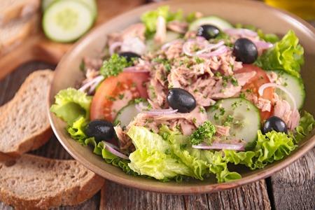 epicure: fresh salad with tuna