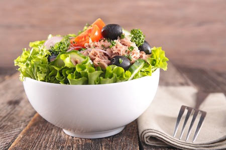 vegetable salad: fresh salad in bowl