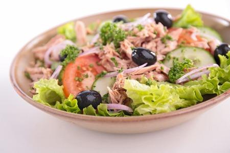 tuna salad: vegetable salad with tuna