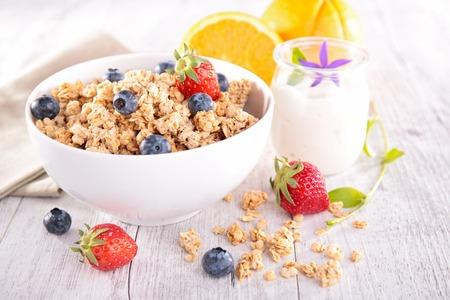 bowl of muesli with berries fruits Standard-Bild
