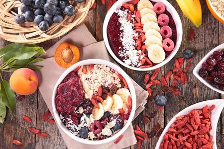 batidos de frutas: tazón de batido, cuenco acai Foto de archivo