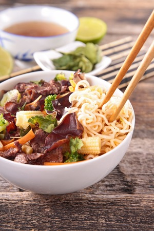 chinese noodles: chinese food