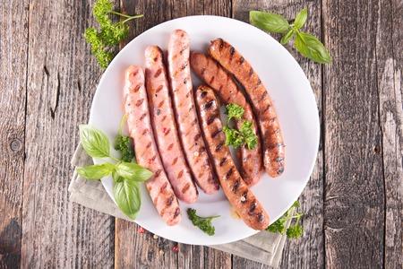 chorizos asados: salchichas a la parrilla