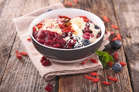 smoothie bowl with berries Фото со стока