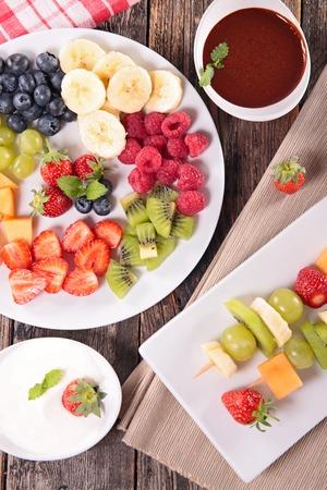 dip: fruits and chocolate dip