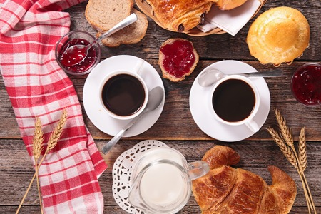 coffee cup with bread,croissant and jam Imagens