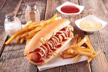 hot dog en franse frietjes