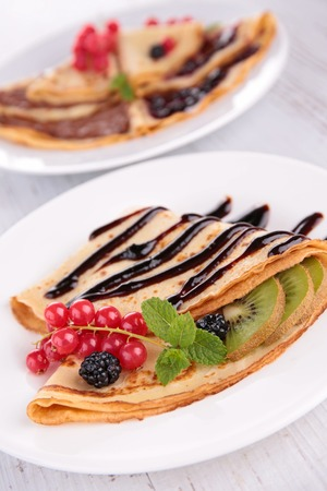 crepe: crepe with fruit and chocolate