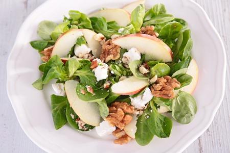 ensalada de verduras: ensalada con manzana y nuez