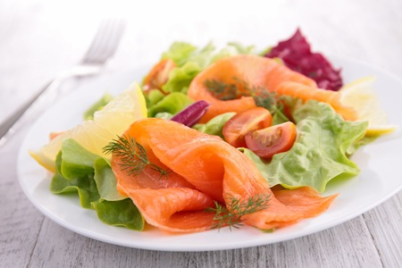 ensalada: ensalada de salmón ahumado