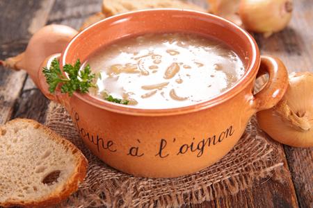 onion: sopa de cebolla Foto de archivo