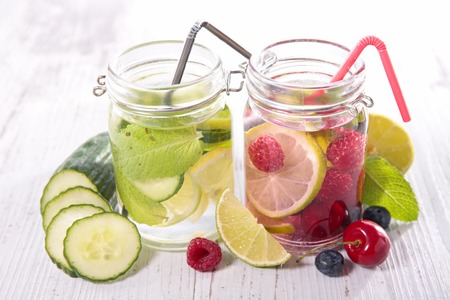 fruit in water: detox water