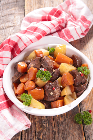 wine sauce: beef cooked with wine sauce and vegetable