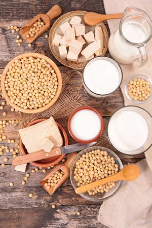 Sojaproducten; melk, yoghurt, saus, tofu Stockfoto