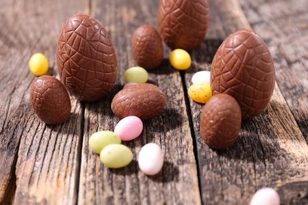 chocolate egg: chocolate egg