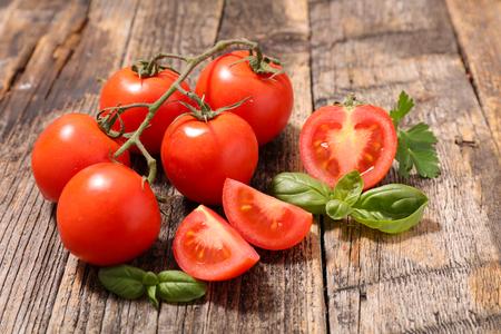 tomate cherry: tomates frescos Foto de archivo