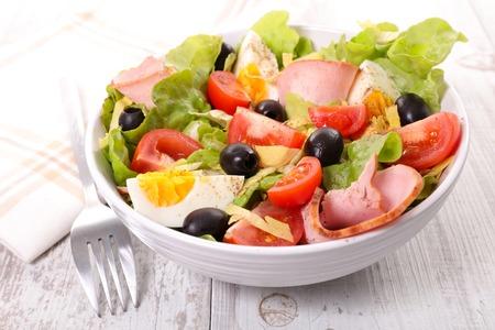 ensalada de verduras: ensalada de verduras en un tazón