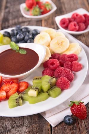 dip: fruit and chocolate dip