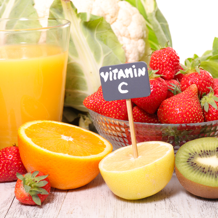 vitamina C, frutta assortiti