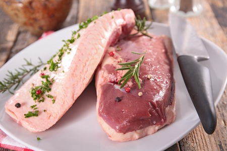 raw duck breast Banque d'images